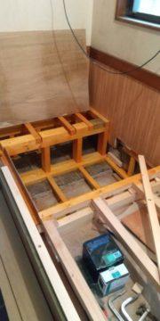 名古屋市南区にて居酒屋さんの改修工事を行っています(掘りごたつ)