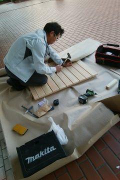 名古屋市南区の事務所にて大工仕事をしています(造作、すのこ)